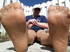 outdoor PANTYHOSE feet and toes tease