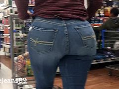 Nice PAWG in Jeans