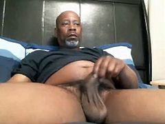 BIG BLACK DADDY BEAR JACKING OFF IN BED
