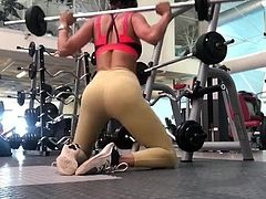 Eiza Gonzales weight-lifting 02
