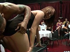 STRIPPERS Club Single men strips surrounded of many womens_hd