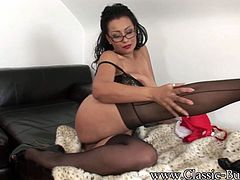 Danica Collins is a SEXY-THICK-ASS-BIG-32G-BOOBS-BRITISH-EBONY-MILF who loves SHOWING-OFF HER HUGE-32G-BOOBS,THICK CURVES & MASTURBATING!!!