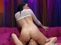 beautiful babe gets plowed in her wet butt