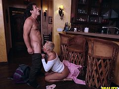 Stunning milf Ryan Keely opens up her legs so her horny boyfriend can eat her pussy. After teasing him and getting his cock hard, she wraps her beautiful lips around his stiff rod. This milf is one of the best when it comes to deepthroating.