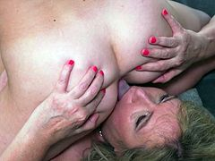 busty mature eats some fresh pussy