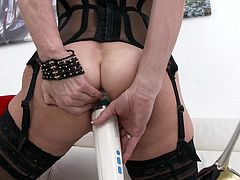 Breaking Veronica's ass, this great slutty mommy gets two big cocks smashed in the ass, she cums like a bitch, she likes it a lot and of course she receives her portion of very hot milk, delicious mature.
