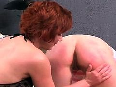 Breathtaking diva gets her fingers busy in the tub
